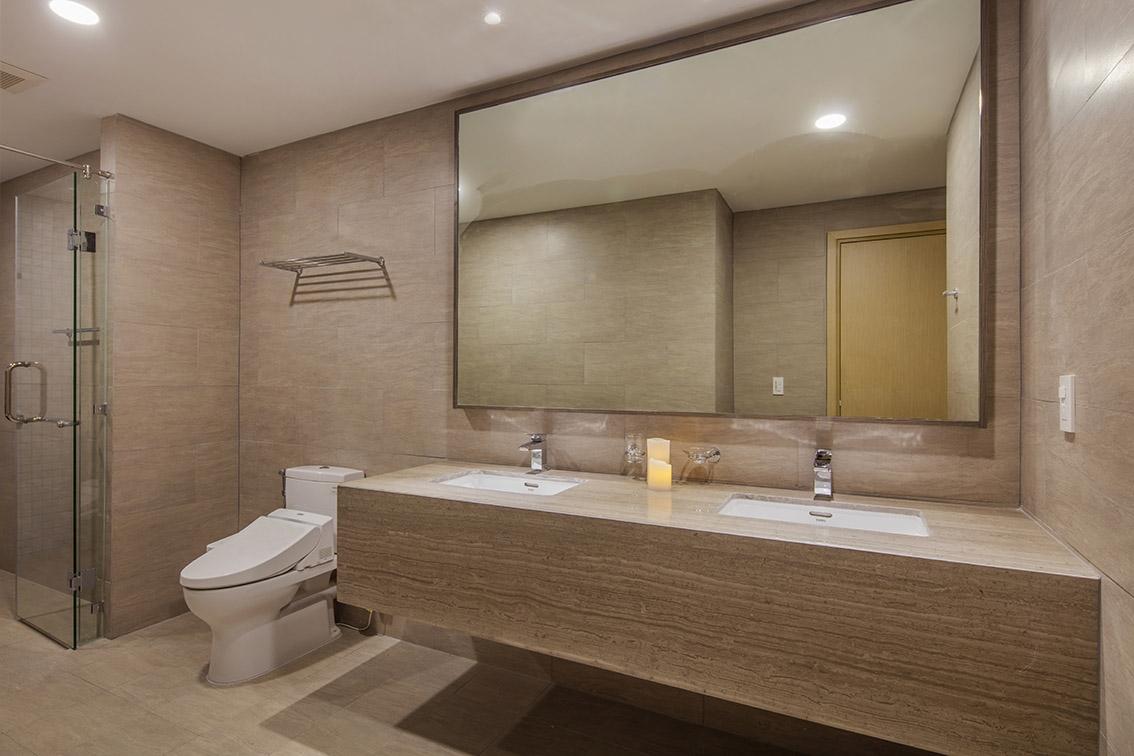 https://saos.vn/Uploads/t/to/toilet-in-master-bedroom-in-e2_0014296.jpeg